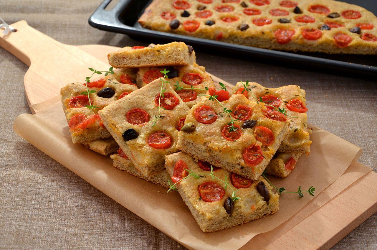 Ricetta Per Focaccia Integrale Morbida.Ricetta Focaccia Integrale Con Pomodorini E Olive La Cucina Imperfetta