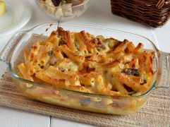 Pasta al forno con funghi e fontina