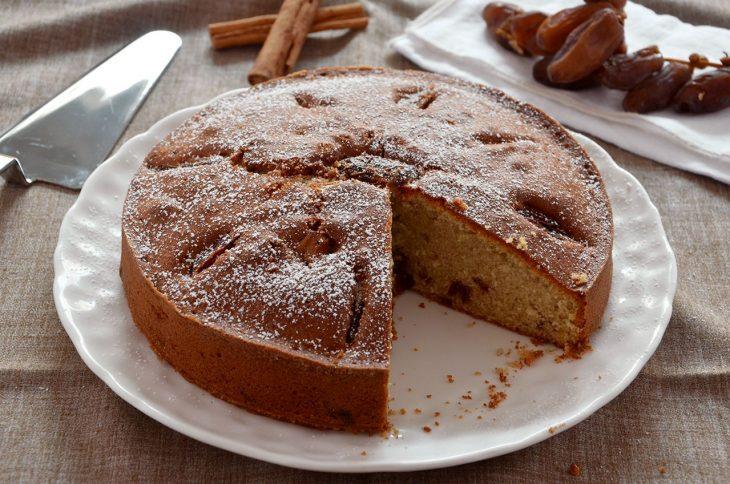 Torta con cannella e datteri