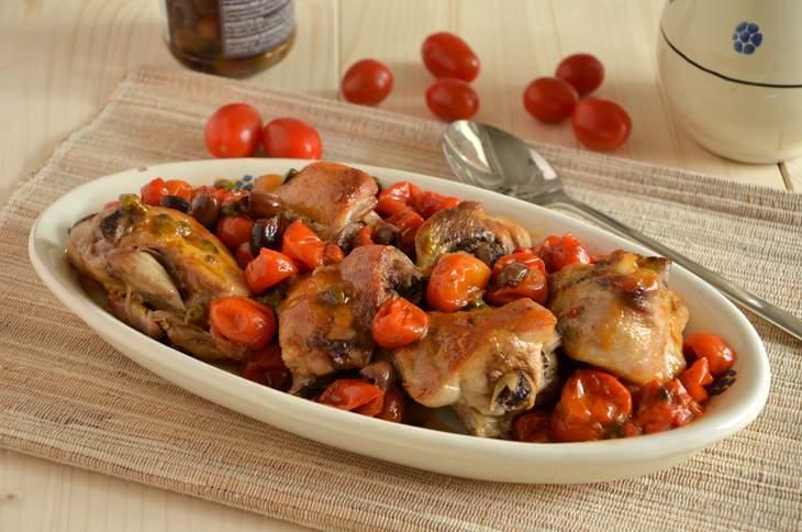 Pollo al forno con pomodorini e olive