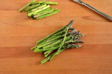 Uova ripiene di crema di asparagi 1