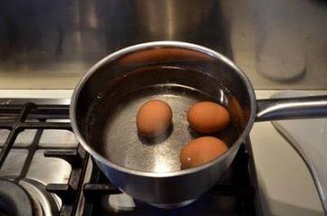 Uova ripiene di crema di asparagi 2