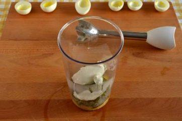 Uova ripiene di crema di asparagi 5