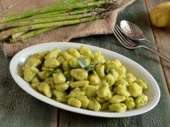 Gnocchi di patate e asparagi