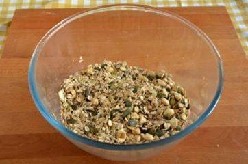 Granola con frutta secca e semi 1