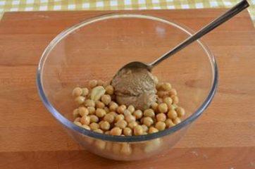 Hummus di ceci e barbabietola 2