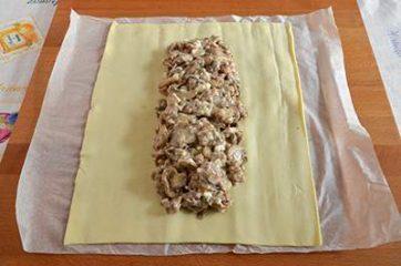 Treccia di sfoglia con funghi e salsiccia 6