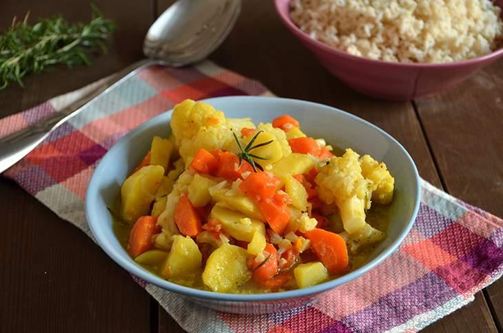 Stufato di patate, carote e cavolfiore