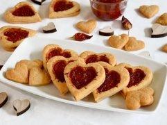 Biscotti a forma di cuore salati