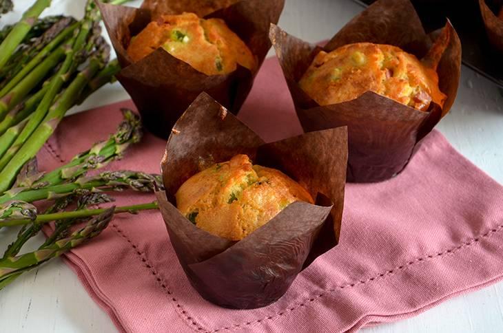 Muffin asparagi e mortadella