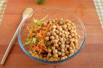 Insalata di cereali verdure e ceci 5